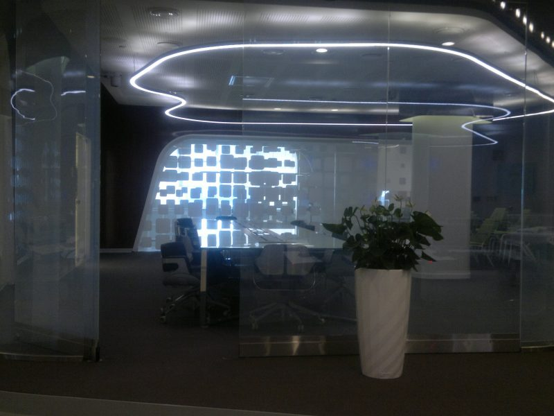 Трансформирующиеся перегородки с пленкой переменной прозрачности, Офис Сбербанк