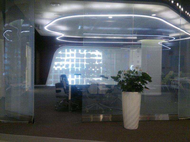 Трансформирующиеся стеклянные перегородки